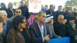 חברי הכנסת ג'מאל זחאלקה ועאידה תומא-סלימאן בהפגנה בקלנסווה