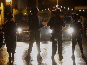 שוטרים בכפר קאסם, הלילה | צילום: אהרון קראהן/TPS